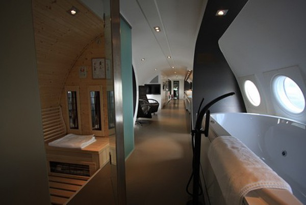 Отель - самолет в Амстердаме