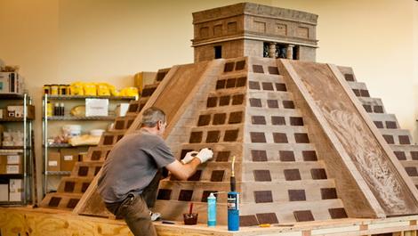 Американские шоколатье возвели из шоколада пирамиду Кукулькана