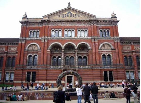 Лондонский музей Виктории и Альберта теперь в Минске